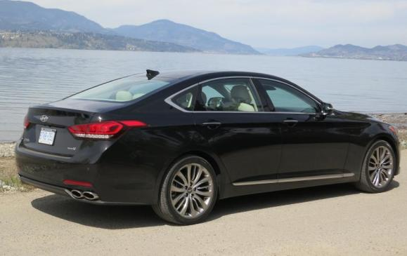 2015 Hyundai Genesis - rear 3/4 view