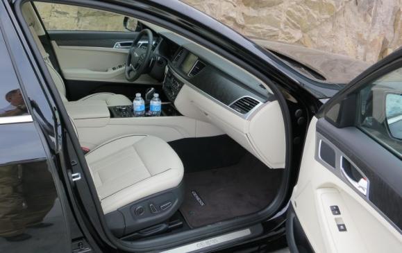 2015 Hyundai Genesis - front seats