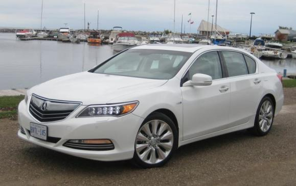 2015 Acura RLX - front 3/4 view