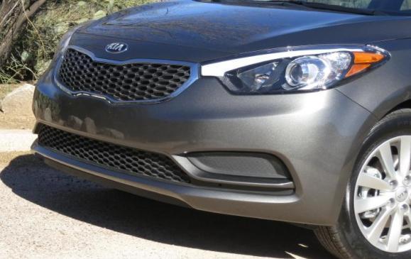 2014 Ki Forte - front grille closeup