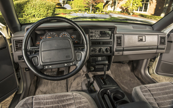 <p>It had more comfortable Quadra-Coil suspension, and was the first SUV equipped with a driver's side airbag.</p>