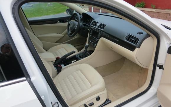 2012 Volkswagen Passat - Front Seat