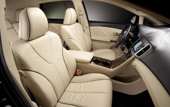 2013 Toyota Venza - front seats