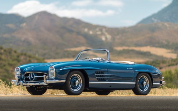 <p>Perhaps surprisingly, this 1957 Roadster version of the 300SL drew an even higher price than the Gullwing - $1,320,000 (USD).</p>
