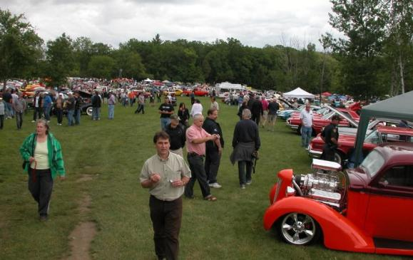 2013 Fleetwood Cruize-In - cars and crowds