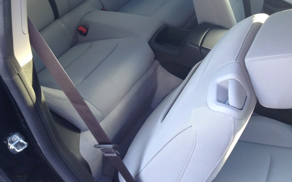 <p>2016 Chevrolet Camaro 1LT rear legroom</p>