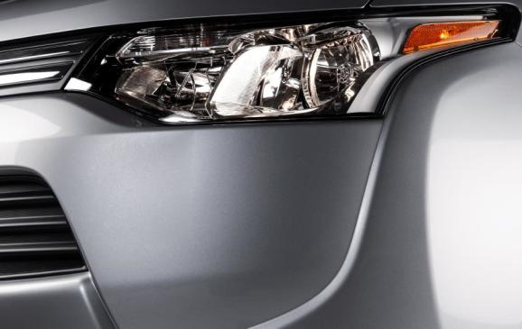 2014 Mitsubishi Outlander - headlight detail