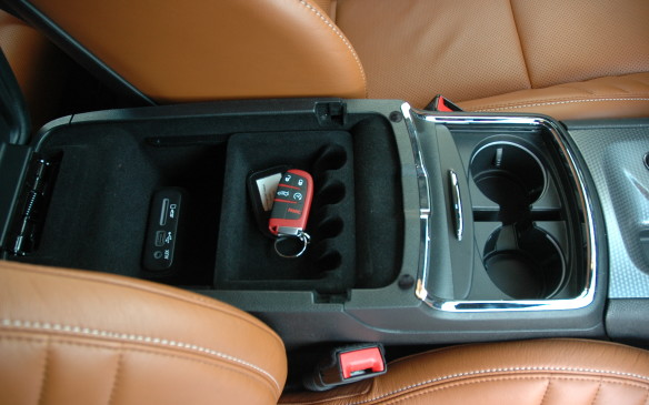 <p>2015 Dodge Charger - centre console</p>