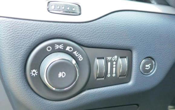 2014 Jeep Cherokee - instrument panel detail