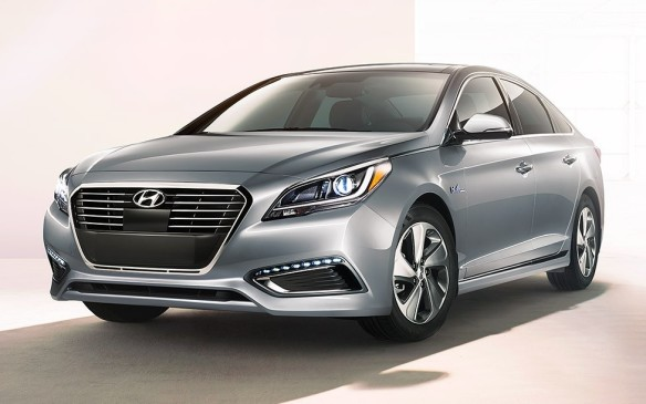 <p>The second-generation Sonata Hybrid shares its styling and most other attributes with the new-for-2016 conventional Sonata and ups the ante with an upgraded hybrid system that makes use of compact lithium-polymer batteries that don't dramatically limit its trunk space.</p>
