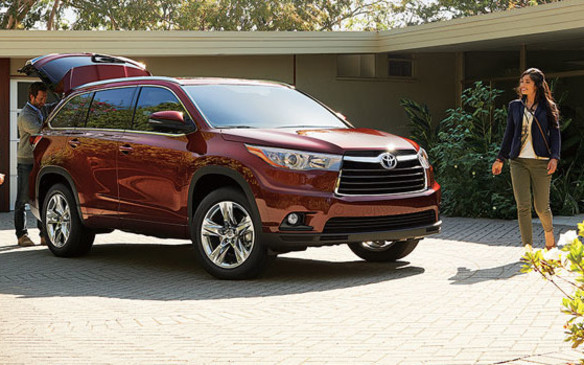 The Toyota Highlander's towing capacity isn't particularly stellar when compared to the others on our list, but at 2,268 kg (5,000 lb) when equipped with the optional towing package, it represents the upper limit for an affordable crossover ute built on a front-drive unibody platform (the VW Touareg is the noted exception). To get that, you'll need to specify the optional 3.5-L V-6 that's rated at 270 hp and 248 lb-ft of torque. The transmission is a six-speed automatic working in tandem with either front- or all-wheel drive.