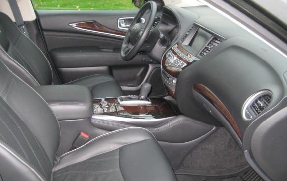 2013 Infiniti JX35 - front seats
