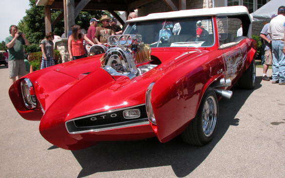 <p>Organizer Steve Plunkett says more than 5,500 vehicles of all shapes and sizes rolled onto his sprawling 45-hectare estate just west of London, Ontario, last Saturday, with another 2,500 to 3,000 expected Sunday, surpassing the one-day record of 4,500 vehicles set a year ago.</p>