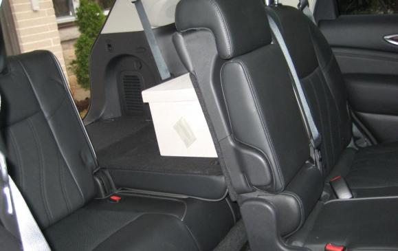 2013 Infiniti JX35 - middle and third row seats