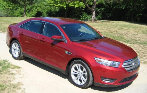 2013 Ford Taurus 2.0-litre - front 3/4 view high
