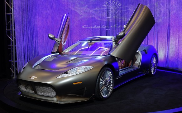 <p>The C8 Preliator is powered by new version of the 4.2 litre Audi V-8 engine Spyker has always used in its sports cars. It now delivers 518 hp thanks to the addition of a supercharger. A 6-speed Getrag manual gearbox is standard and a six-speed automatic by ZF optional. Weighing only 1,390 kg, the Preliator can sprint to 100 km/h in 3.7 seconds and reach a peak velocity of 322 km/h (201 mph).</p>