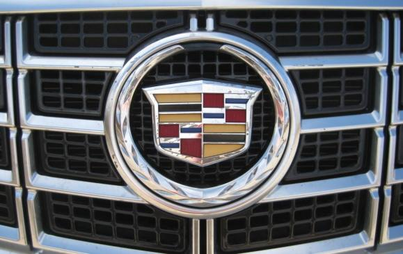 2013 Cadillac XTS - grille badge