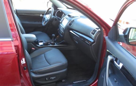 2014 Kia Sorento - front seats