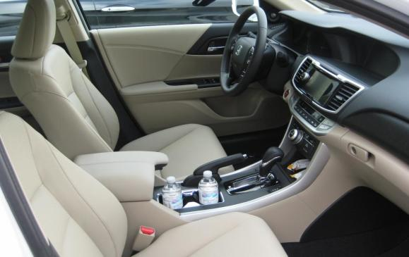 2014 Honda Accord Hybrid - front seats