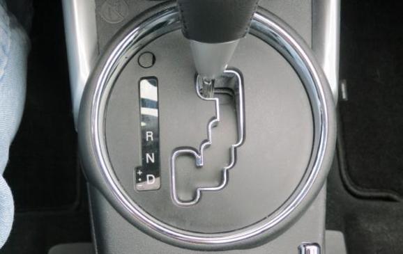 2013 Mitsubishi RVR - centre console detail