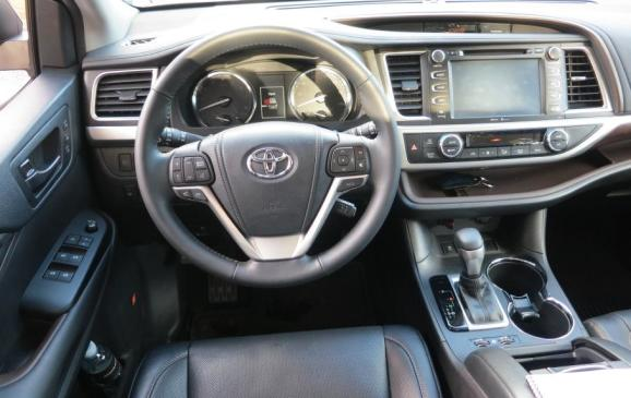 2014 Toyota Highlander - steering wheel and instrument panel 2