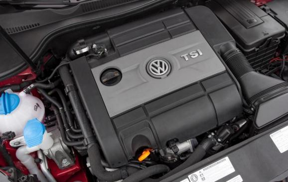 2012 Volkswagen Golf R - engine