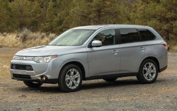 2014 Mitsubishi Outlander - front 3/4 view static