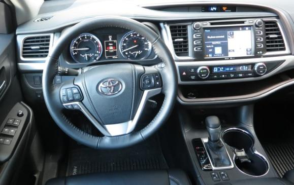 2014 Toyota Highlander - steering wheel and instrument panel
