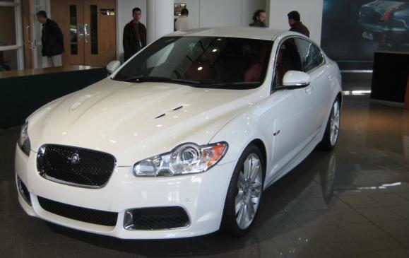 2012 Jaguar XJ Coventry production line - 8 - showroom model