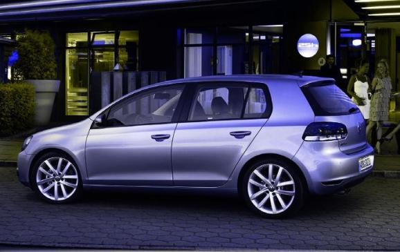 2013 Volkswagen Golf TDI - side view