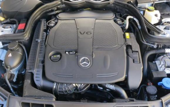 2013 Mercedes-Benz C300 4Matic - engine