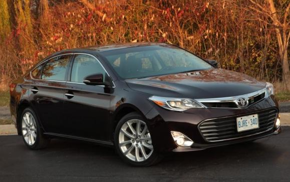2013 Toyota Avalon - front 3/4 view static