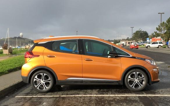 <p>2017 Chevrolet Bolt</p>