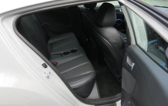 2013 Hyundai Veloster Turbo - rear seats
