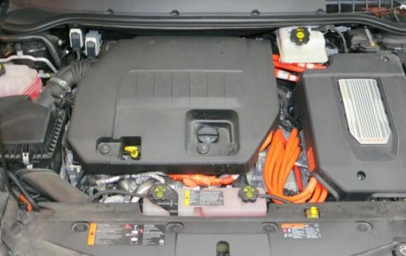2013 Chevolet Volt - engine bay