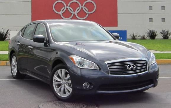 2011 Infiniti M - front 3/4 view