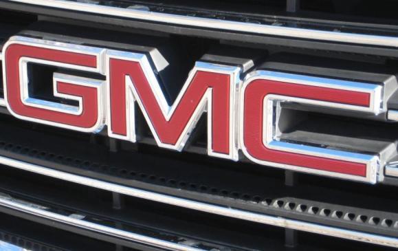 2015 GMC Sierra HD -front grille logo