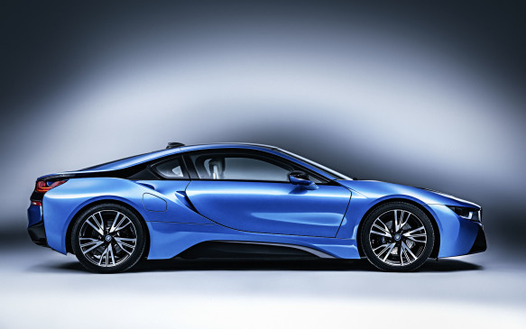 <p>The main drive battery is a 7.1-kWh (gross) lithium-ion unit tucked away in the car's centre tunnel. When all power sources are singing from the same song-sheet, they supply a combined 357 horsepower to propel the i8's 1567-kg (3,455-lb) mass from 0-to-100-km/h in a claimed 4.4 seconds in Sport mode. Or, recharge regularly, use EcoPro mode appropriately, and average better than 6 L/100 km, as we did over three days and 450-km of mixed driving.</p>