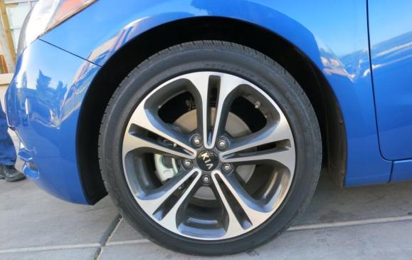 2014 Kia Forte - front wheel