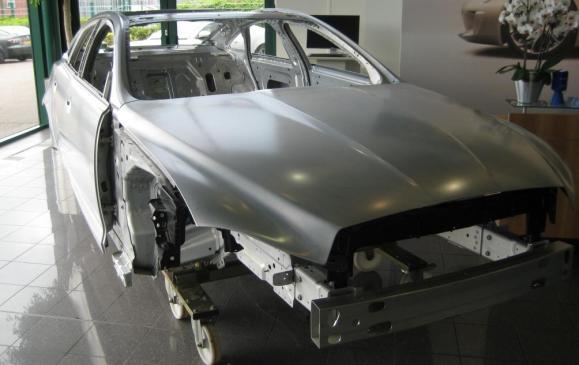 2012 Jaguar XJ Coventry production line - aluminum body