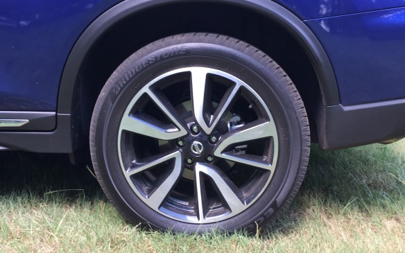 <p>New wheel designs have been introduced for 2017 and range in size from 17 to 19 inches in diameter, depending on the model. The base S model gets 17x7 steel wheels with covers, fitted with 225/65R17 all-season tires, while the mid-range SV trim has 17x7 aluminum alloy rims with the same tires, although run-flat tires are optional. The premium SL Platinum gets the 19x7 multi-spoke alloy rims and 225/55R17 all-season tires</p>