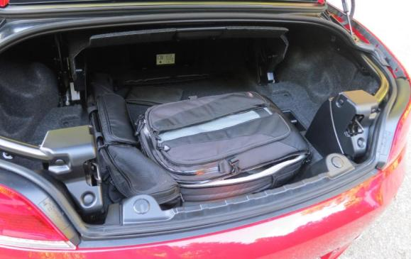 2012 BMW Z4 35is - trunk space top up