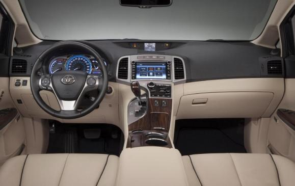 2013 Toyota Venza - steering wheel and instrument panel