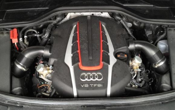 2013 Audi S8 - engine