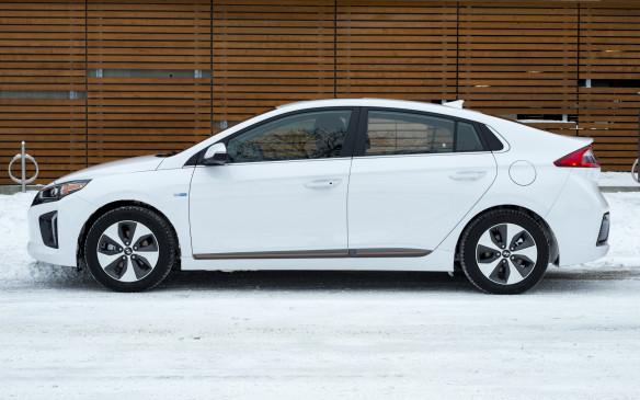 <p>2017 Hyundai Ioniq</p>