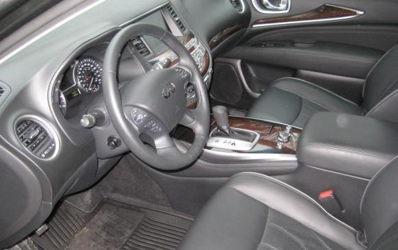 2013 Infiniti JX35 - driver's seat