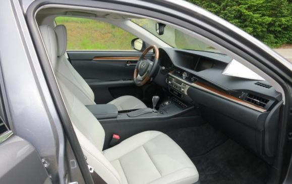 2013 Lexus ES350 - front seats