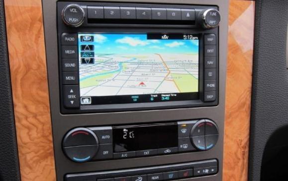 2012 Lincoln Navigator - centre console navigation screen