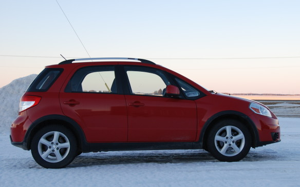 <p><strong>2007-13 Suzuki SX4</strong> </p> <p>Small and all-wheel-drive don't have to be mutually exclusive terms. Canadians embraced the front-drive SX4 hatchback, but Suzuki also dispatched an all-wheel-drive model, which employed an electric solenoid-operated clutch pack to activate the rear wheels. Drivers use a console switch to select between locked four-wheel drive, computer-engaged AWD or front-wheel drive (for fuel efficiency). Like almost all crossovers, the SX4's system lacks low-range gearing.</p>