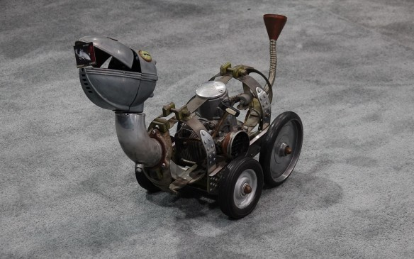 <p>With the spare looks of a wingless, prehistoric pelican, the self-propelling virtues of this tiny Baron Margo rolling sculpture are doubtful, in spite of its pull cord.</p>